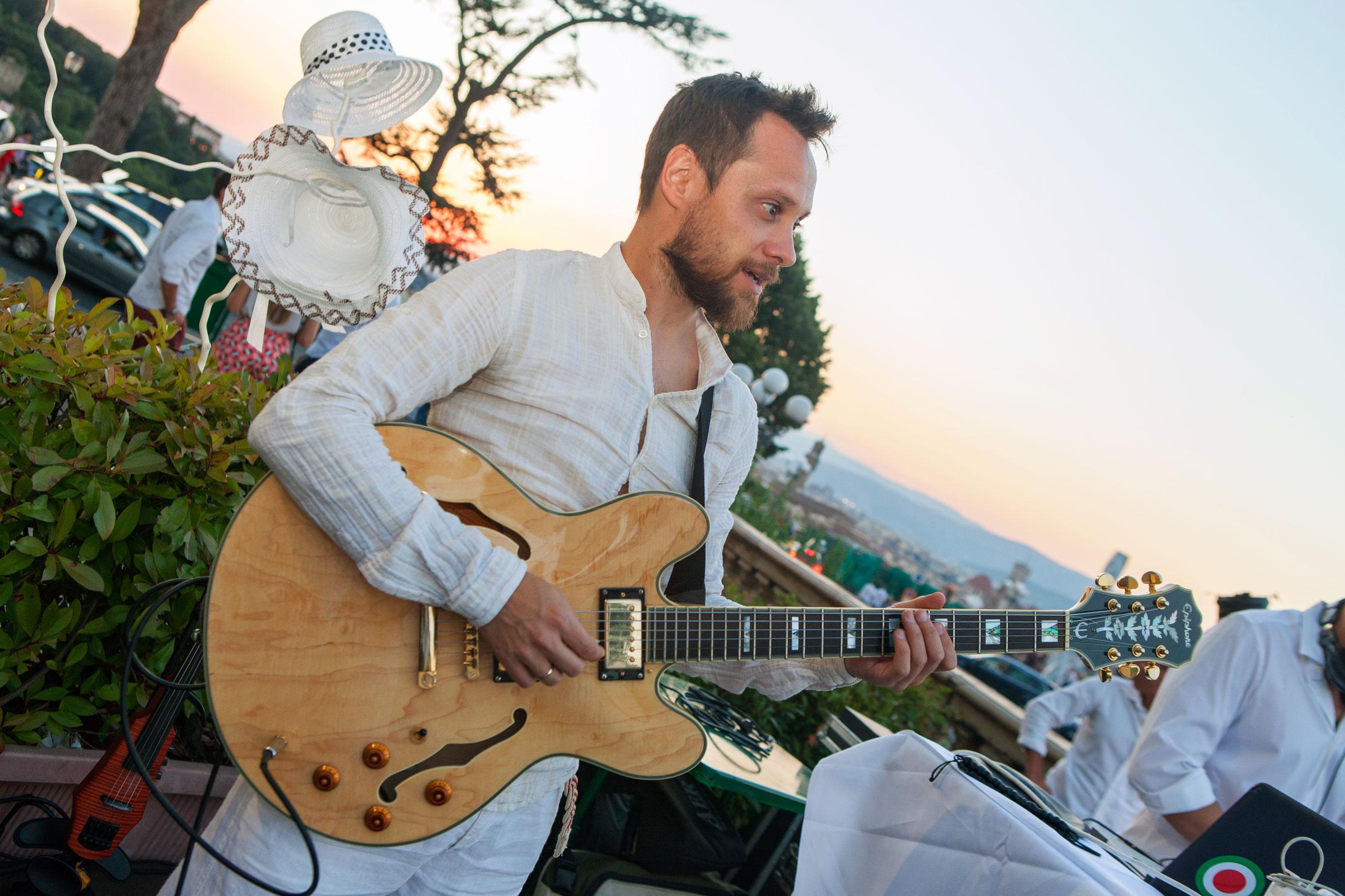 chitarra-immagine -estiva